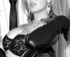 velvetsteele_black_ white_glamour-12