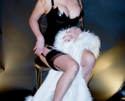 velvetsteele_rubber_fur_pin-up-006