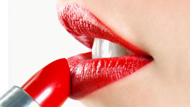 applying-lipstick1
