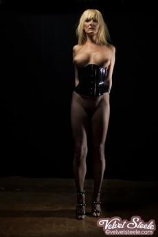 velvetsteele_latex_goggles_gag_blindfold-17